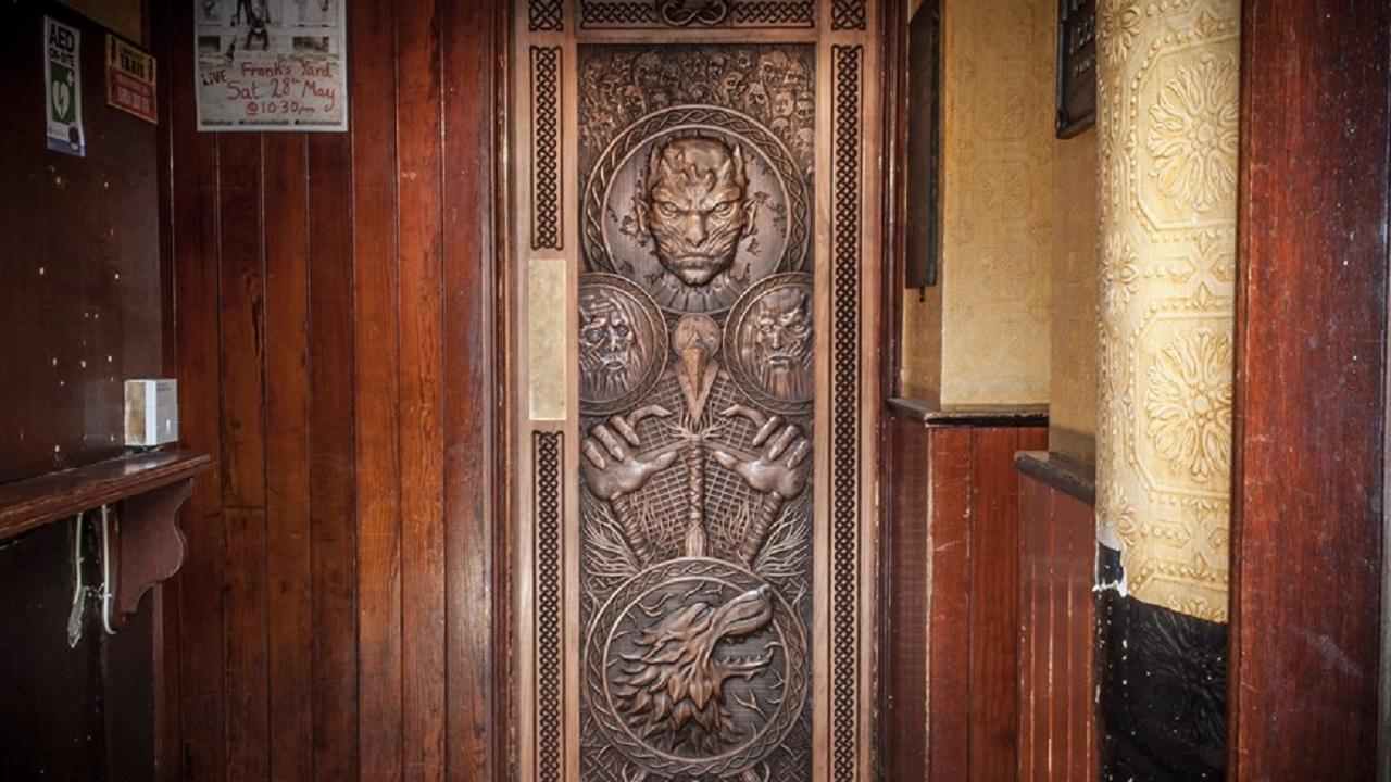 Door knocks door to door salesman knocking on the door for Door knocking sound
