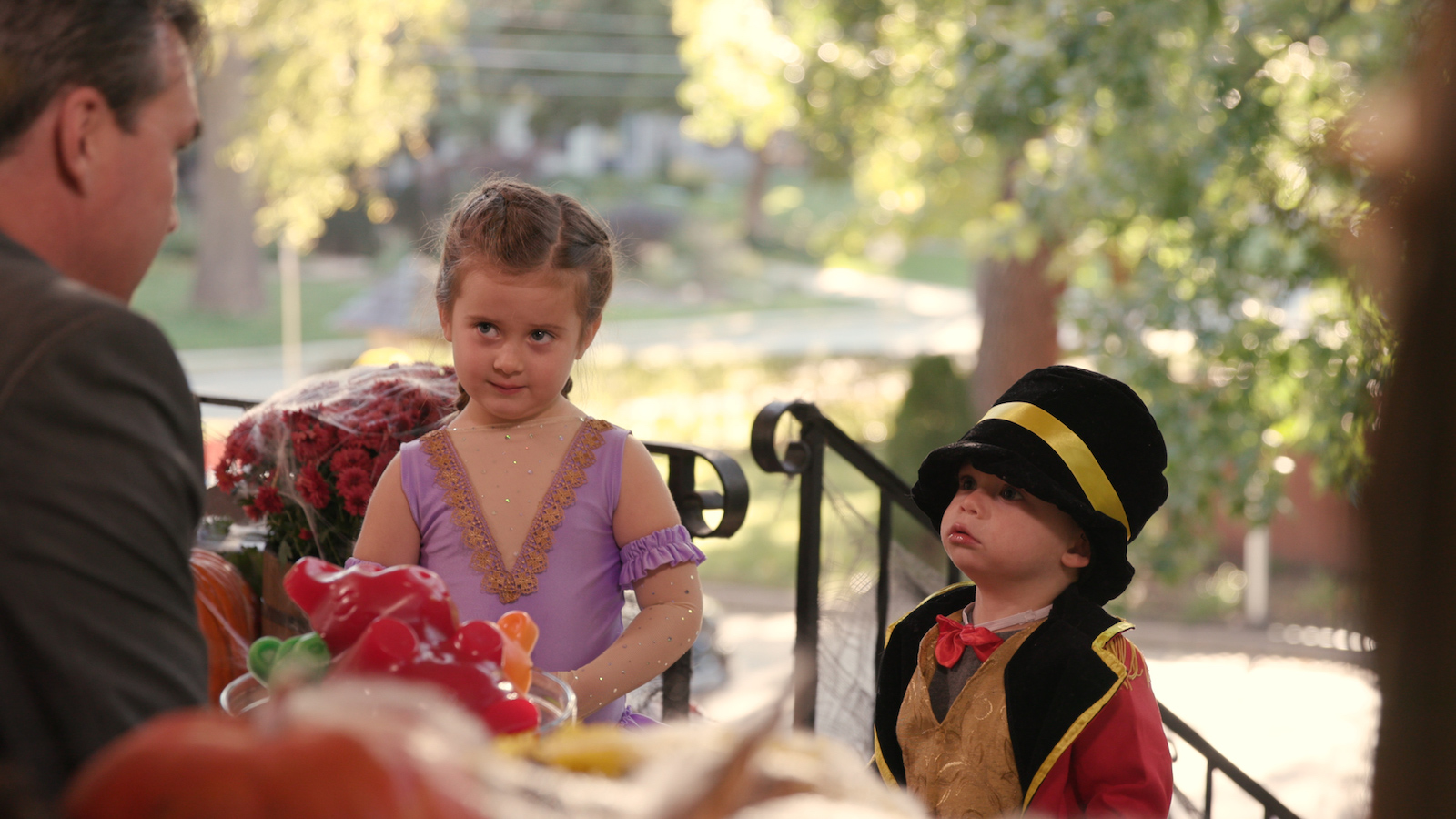 kids learn scary truth about pay gap on halloween